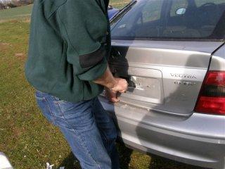 Otevření auta s klíči na sedačce...